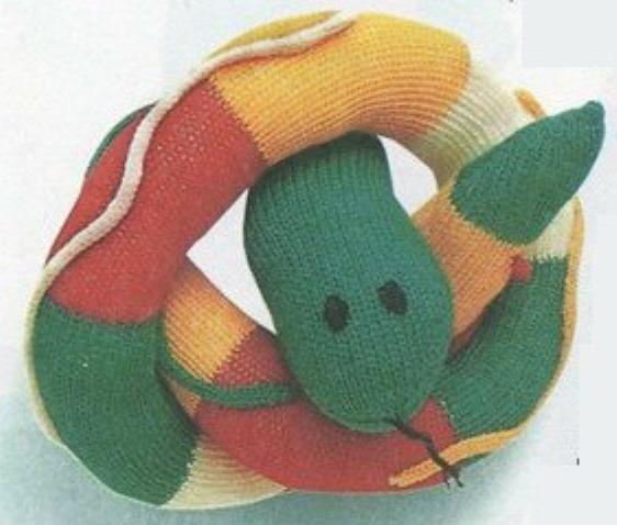 Вязаная змея спицами