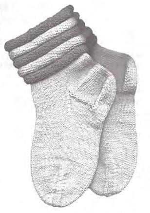 Вязаные спицами носки с манжетами
