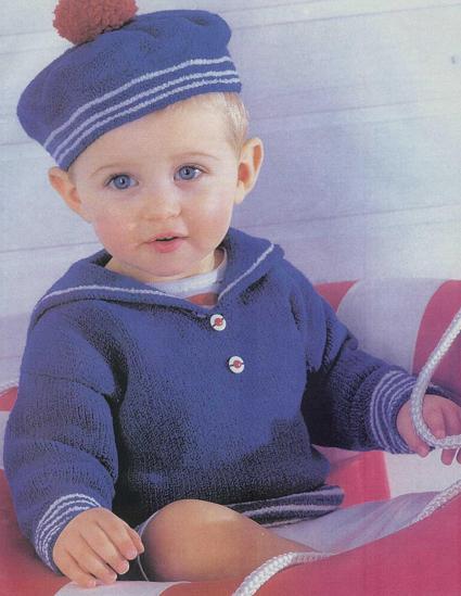 вязаный костюм для мальчика в морском стиле