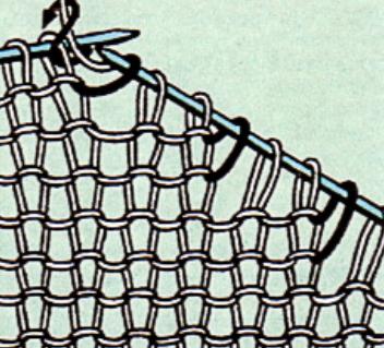 Вязаная спицами вытачка правой полочки