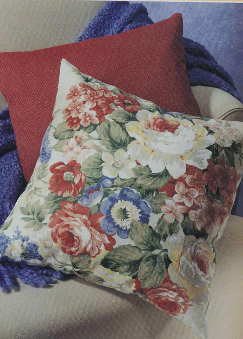 Как сшить своими руками декоративную подушку на диван