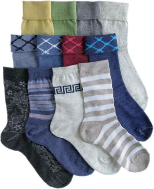 Постарайтесь подыскать носки в тон брюкам (если они, конечно, не черные).